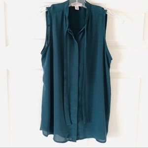 Lila Rose Tie Neck Button Up Sleeveless Blouse XS